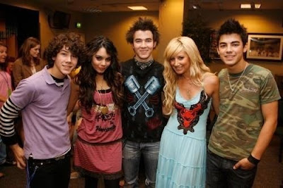 Disney channel celebrities jonas brother with vanessa and ashley