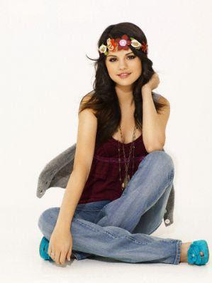 Selena Gomez Cleavage on Selena Gomez Hot