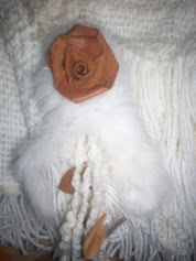flor de cuero con cintas de piel