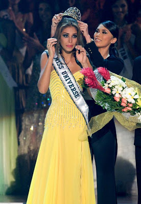Dayana Mendoza crowned as Miss Universe 2008