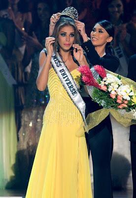 Dayana Mendoza crowned as Miss Universe 2008