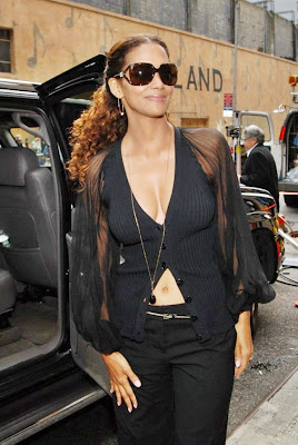 Halle Berry Pictures  Photos
