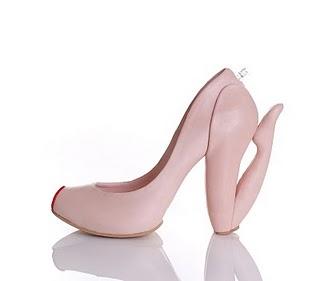 http://4.bp.blogspot.com/_osrVjnPbdEM/TKRcPE8RS8I/AAAAAAAAfqE/8WbdNbAPgNI/s1600/Weird_Shoe_Designs_3.jpg