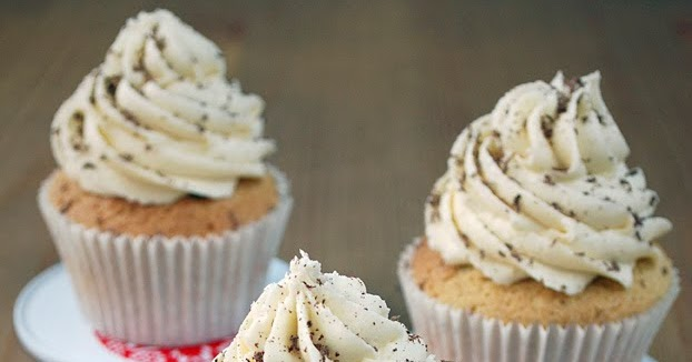 The Cake: White Russian cupcakes, Elvis chocolate peanut butter banana ...