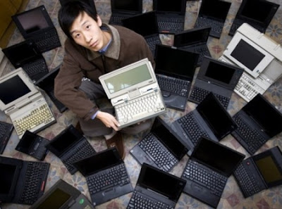 Guo Yue holding a laptop