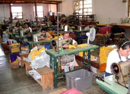 Se mantienen en huelga 4 textileras Poblanas