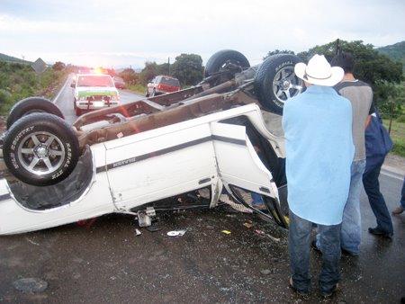 Un muerto y un herido en volcadura en Tecamachalco