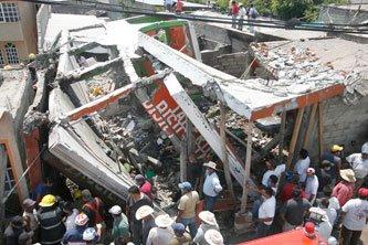 Explosión derrumba casa y mata a tres, en Tlapanalá