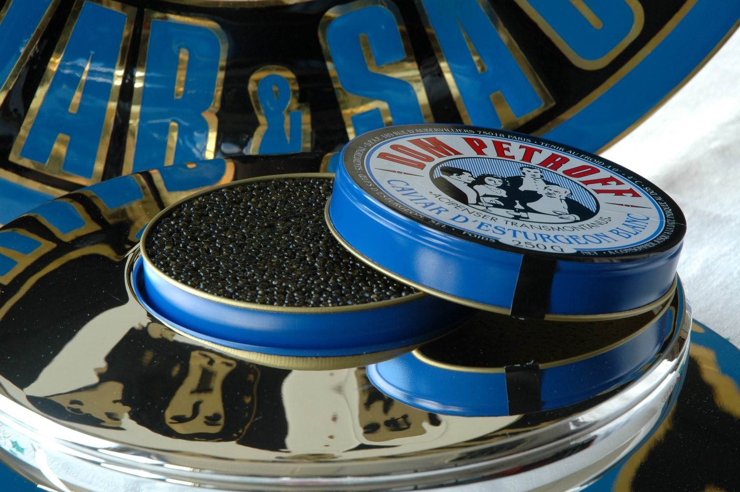 dans la cuisine de sophie du caviar votre table oui c 39 est ce que je vous invite gagner. Black Bedroom Furniture Sets. Home Design Ideas