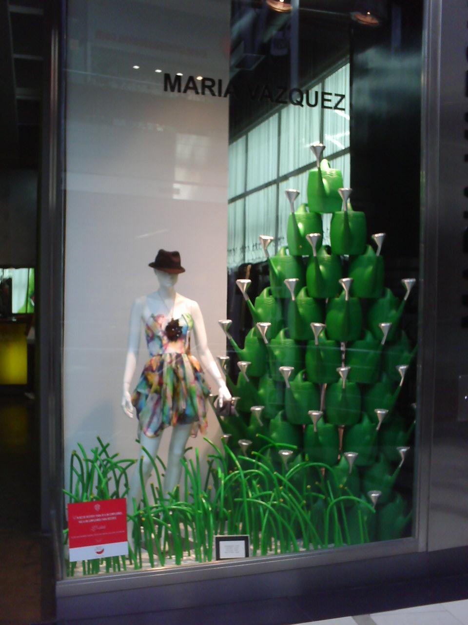 Dolores fancy vidrieras de navidad 2010 mvz by federico for Decoracion de vidrieras de ropa