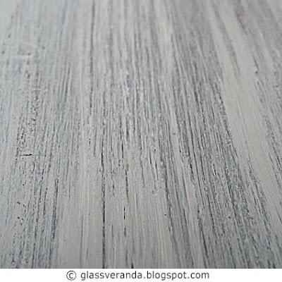 Hvitt sofabord abstrakt-malt i tre forskjellige gråbrune mørke farger! Resultat: Røft! Se før- og etterbildene.
