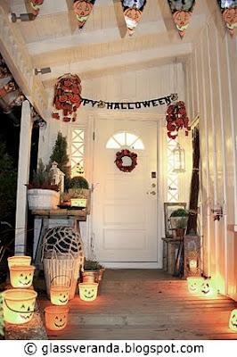 Inngangspartiet pyntet til Halloween og noen Halloween-vett-regler!