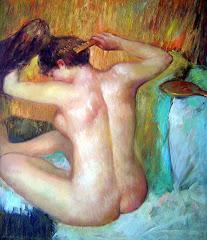 Mujer peinandose el cabellos