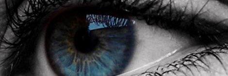 reflejo ojo azul como espejo