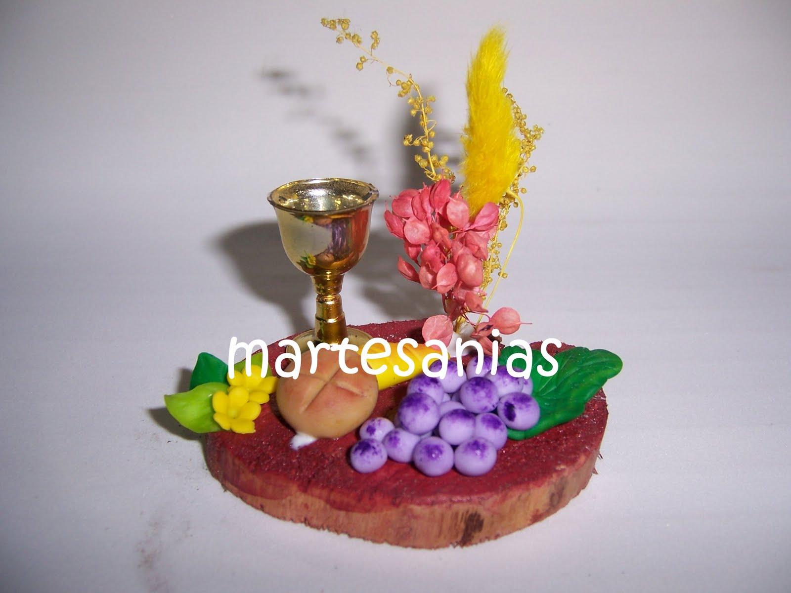 Souvenirs y adornos para tortas de comunion