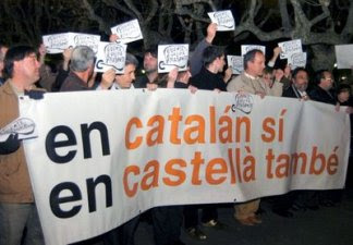 Pancarta reivindicativa del bilingüismo en Cataluña
