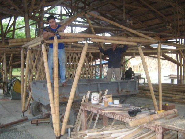 Association guadua bamboo historique et travaux r alis s for Fabrication d objet en bambou