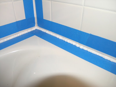 Attrayant Squeeze An Even Bead Of Caulk Into, And Along The Gap. Do This All In One  Caulking Session. Some People Recommend Filling The Tub 3/4 Full With  Water, ...