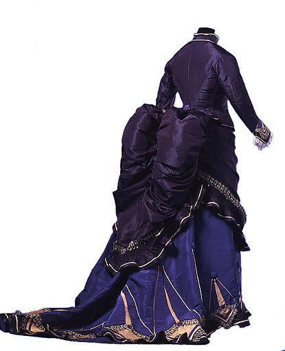 la grandiosidad del volumen y la abundancia de adornos en el vestir