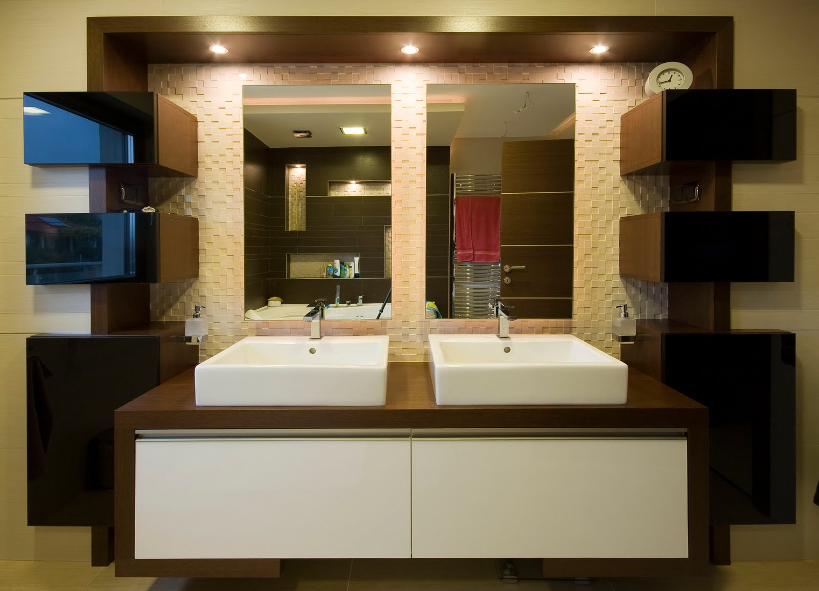 Luxury-modern-bathroom-home-interior-design-idea-with-luxury-elegant-bathroom-sink-design-and-with-elegant-mirrror-design.