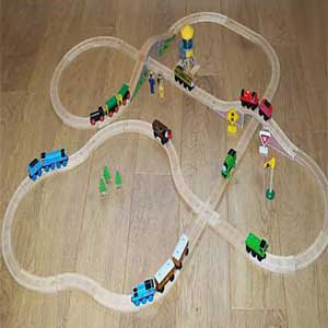 small brio Thomas tank multiple pieced track brio layout pic