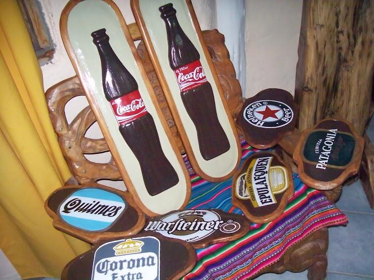 carteles de coca y escudos de cerveza