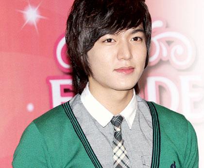 Nama: Lee Min Ho