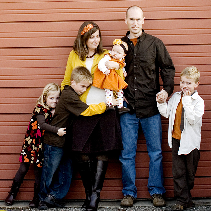 Family Photos Color Coordinating Ideas http://www.theidearoom.net/2010/11/photography-with-kristen-dukehaving.html