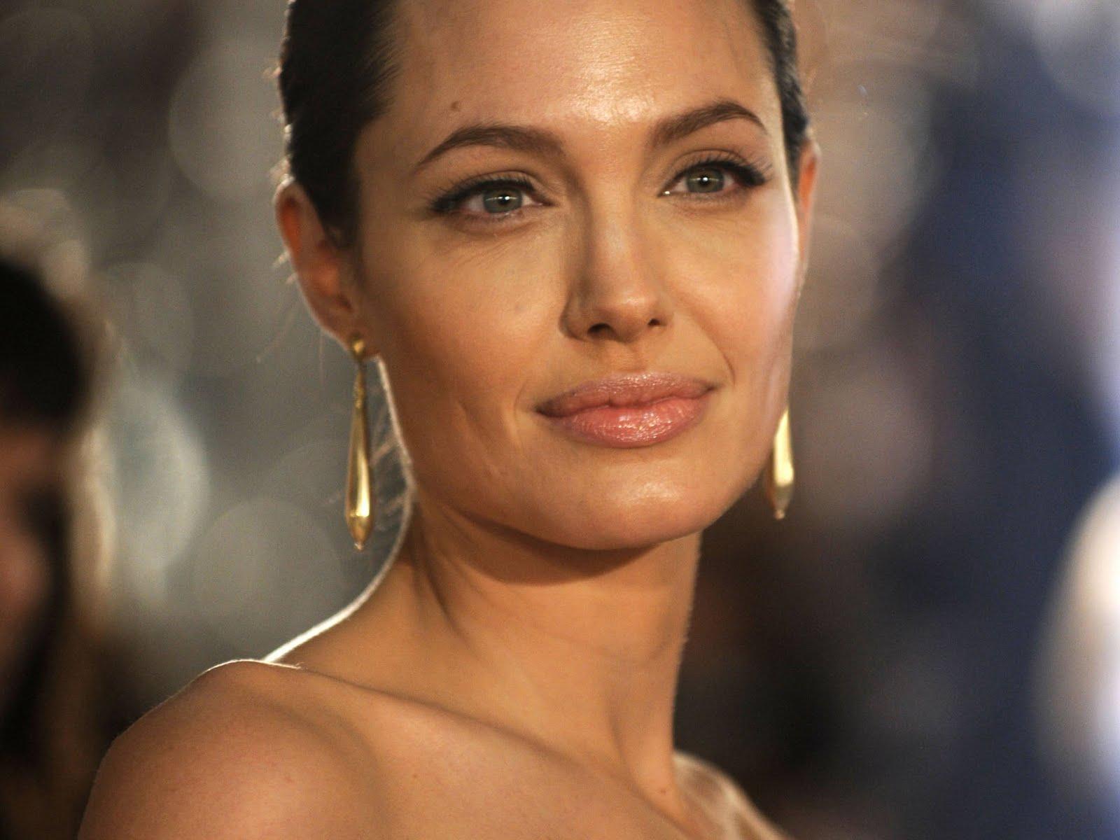 http://4.bp.blogspot.com/_p2EstT5Z5BU/THtqOtn01cI/AAAAAAAAAsQ/HD0Ee1HbWOo/s1600/Angelina+Jolie+Wallpapers+2.jpg