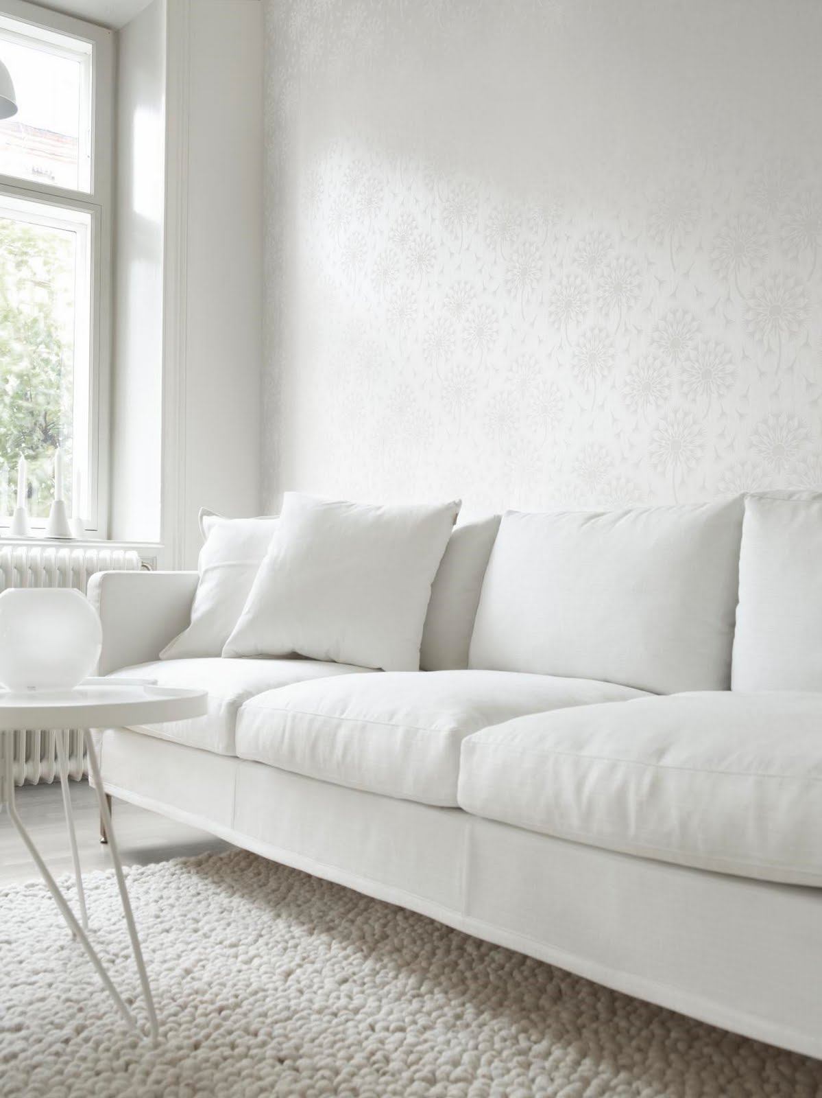 Design shimmer white walls for White minimalist living room