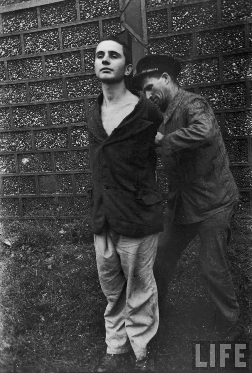représailles (pendant ou à la fin de la guerre) Execution+of+Nazi+collaborationist+Milice+(Vichy+police)08