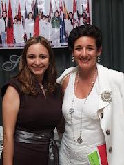 Leticia García Presidenta de la Delegación del Foro Mundial de Mediación en España junto a María A.