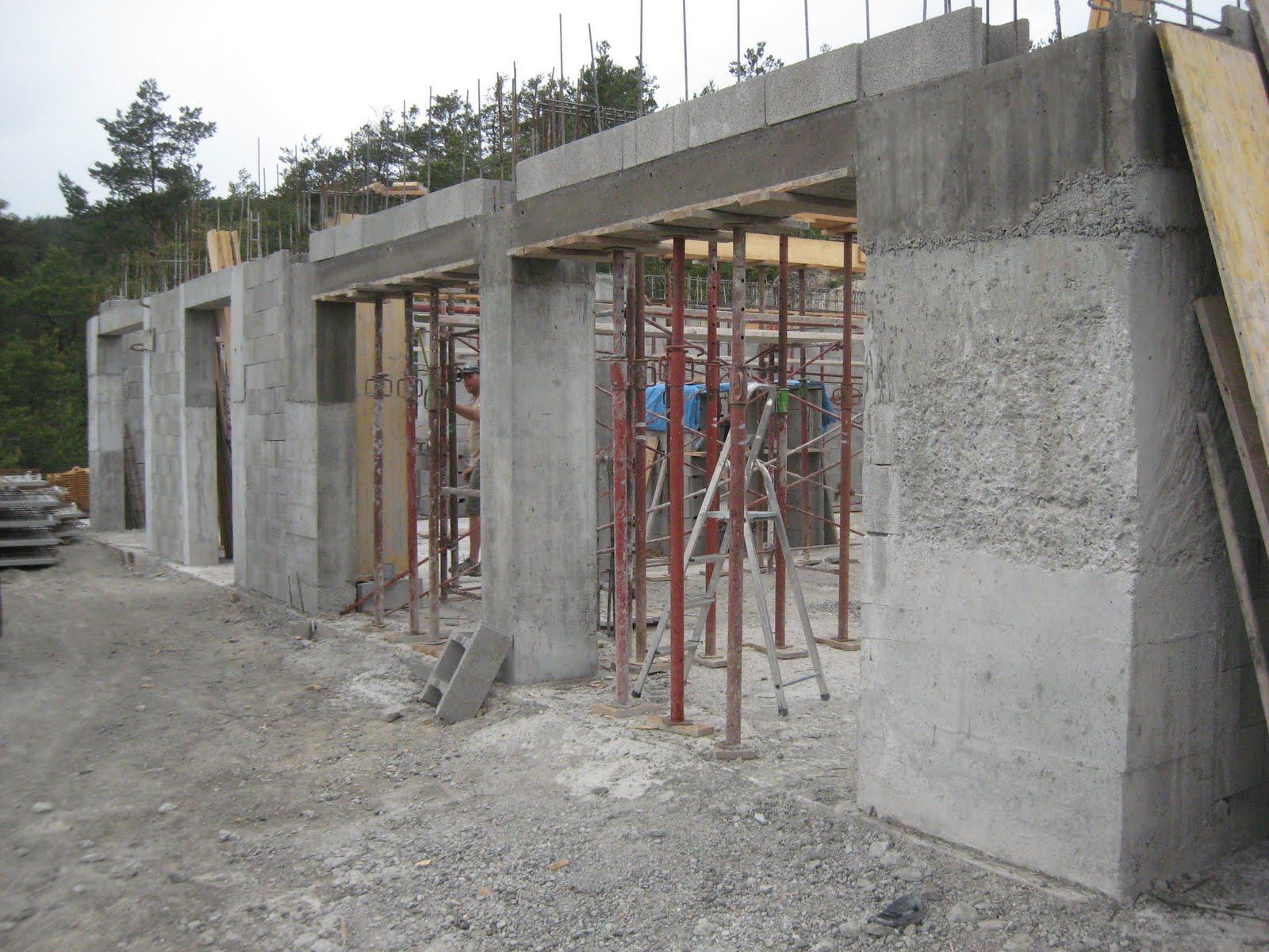 Construire sa maison d but juin finition des poutres for Avant de construire une maison