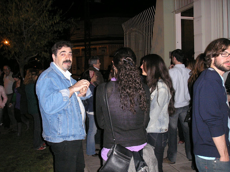 Expositor Hugo Masoero desde la calle
