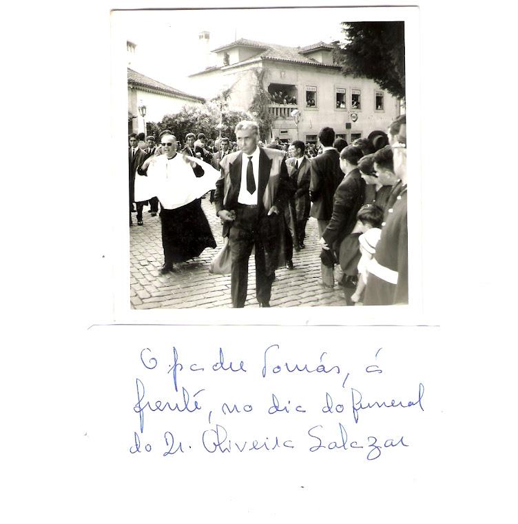 Padre Tomás no funeral de Salazar