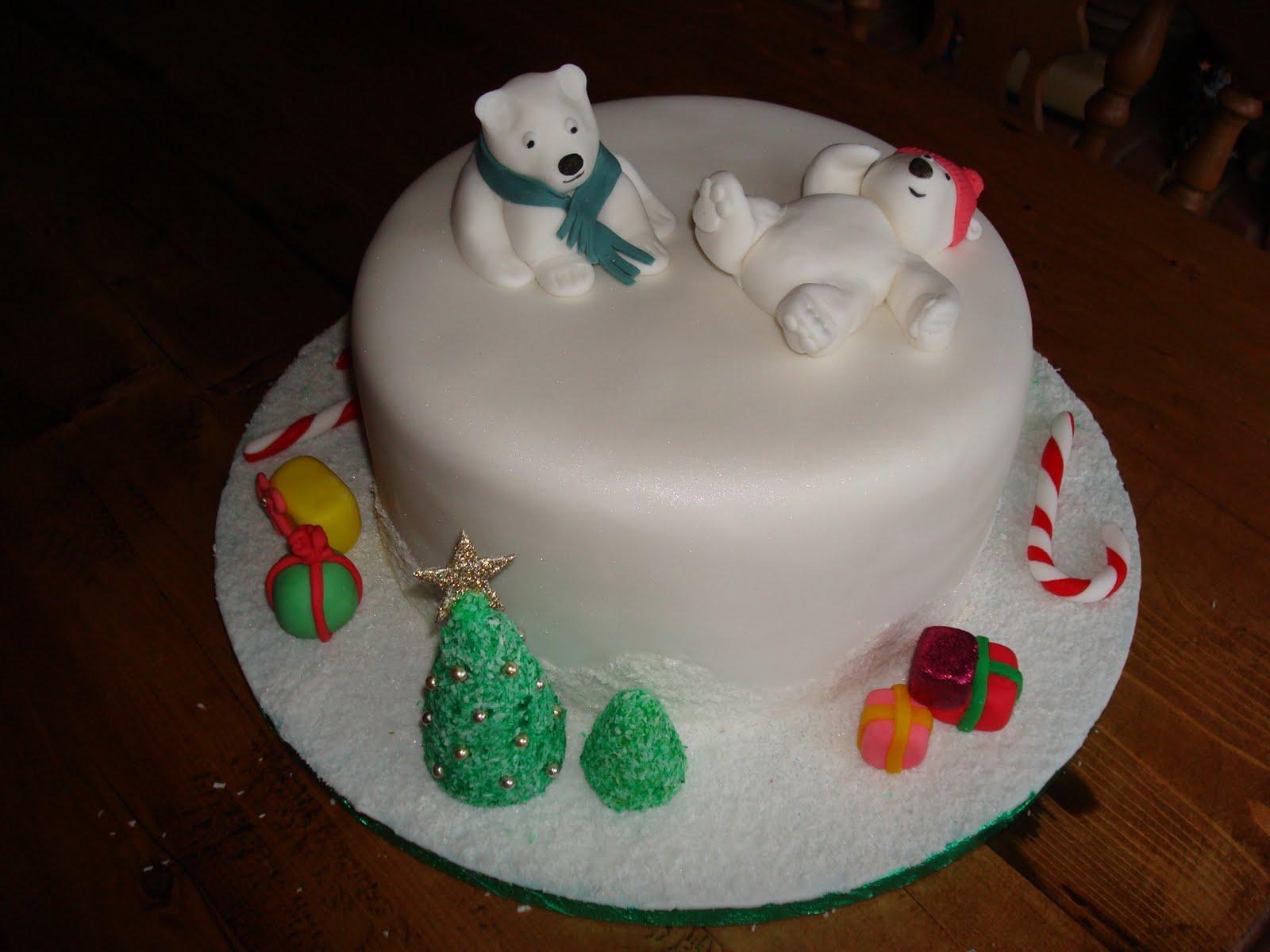 Fondant Cake Designs For Christmas : Fondant Cakes & Cupcakes: Beary Christmas