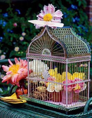 centro de flores con jaulas