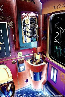 konst, tågkonst, konstutställning, grafitti, tågtoalett