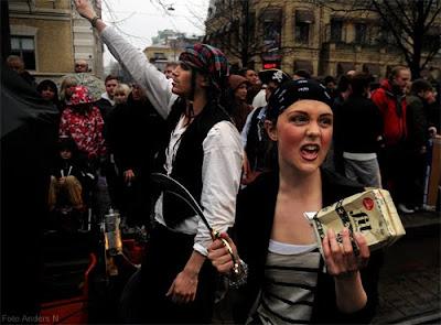 chalmerscortegen 2010, chalmerskortegen, chalmers cortege, kortege, pirater, piratpartister, fil, fildelning, filmjölk