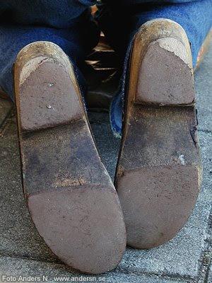 gamla skor, gamla tofflor, slitna old shoes, degeberga