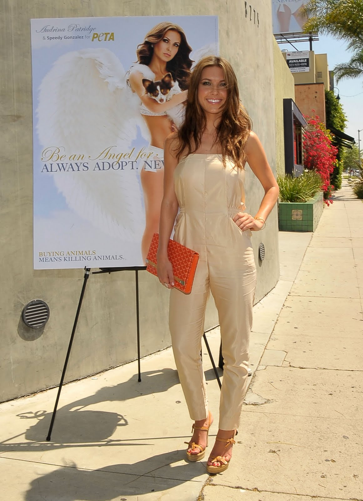 http://4.bp.blogspot.com/_pB39VNVB0Wk/S7Yxc4yk6OI/AAAAAAAADPg/6nOtYtWDPwI/s1600/39862_Celebutopia-Audrina_Patridge_unveils_her_new_billboard_for_PETA_in_Los_Angeles-april22.jpg
