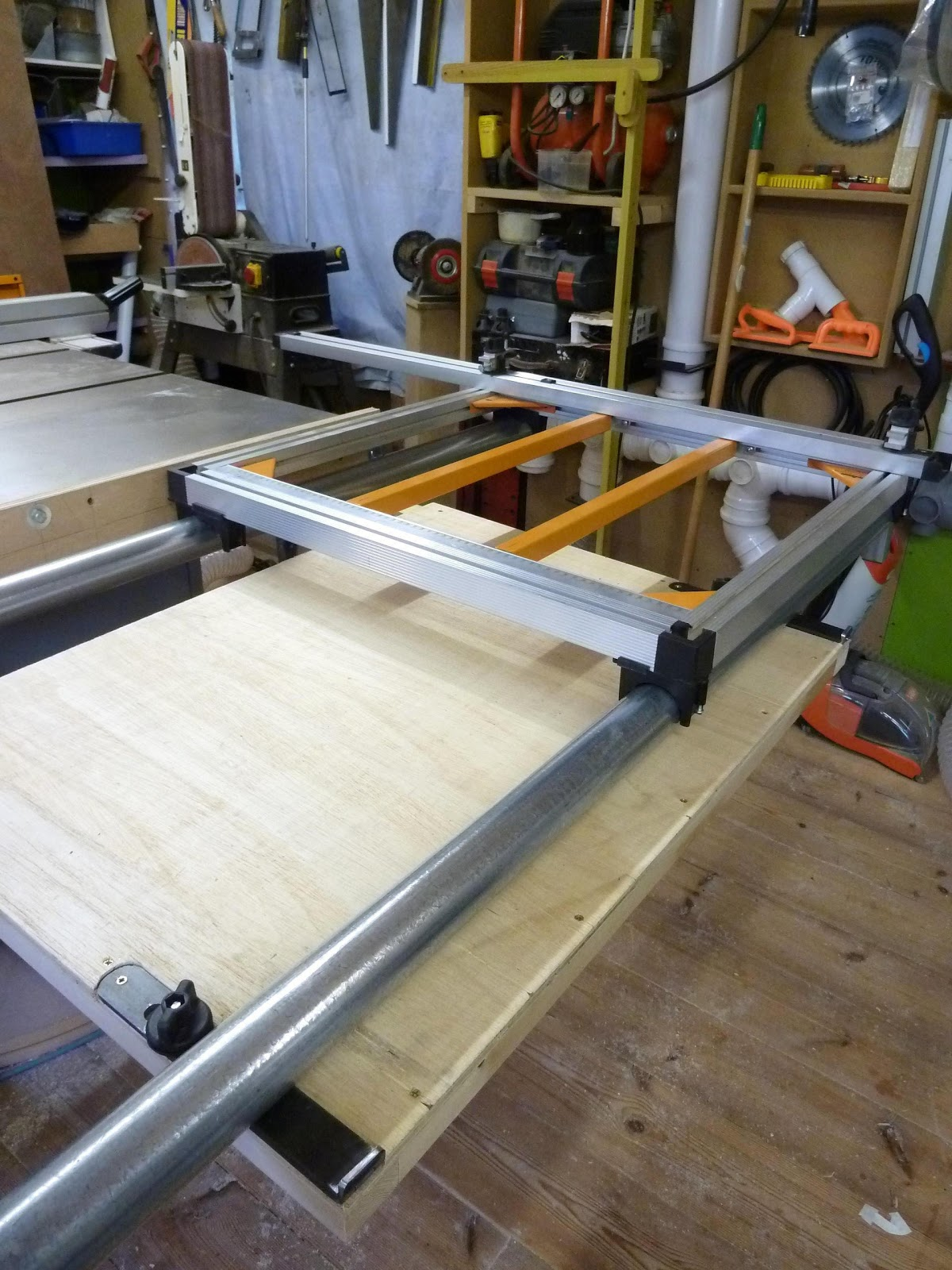 Theworkshop triton cross cut attached sip table saw for Table th width ignored