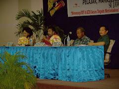 "SEMINAR NASIONAL ""Memerangi HIV dan AIDS Secara Terpadu Membebaskan Papua Dari Kepunahan"""