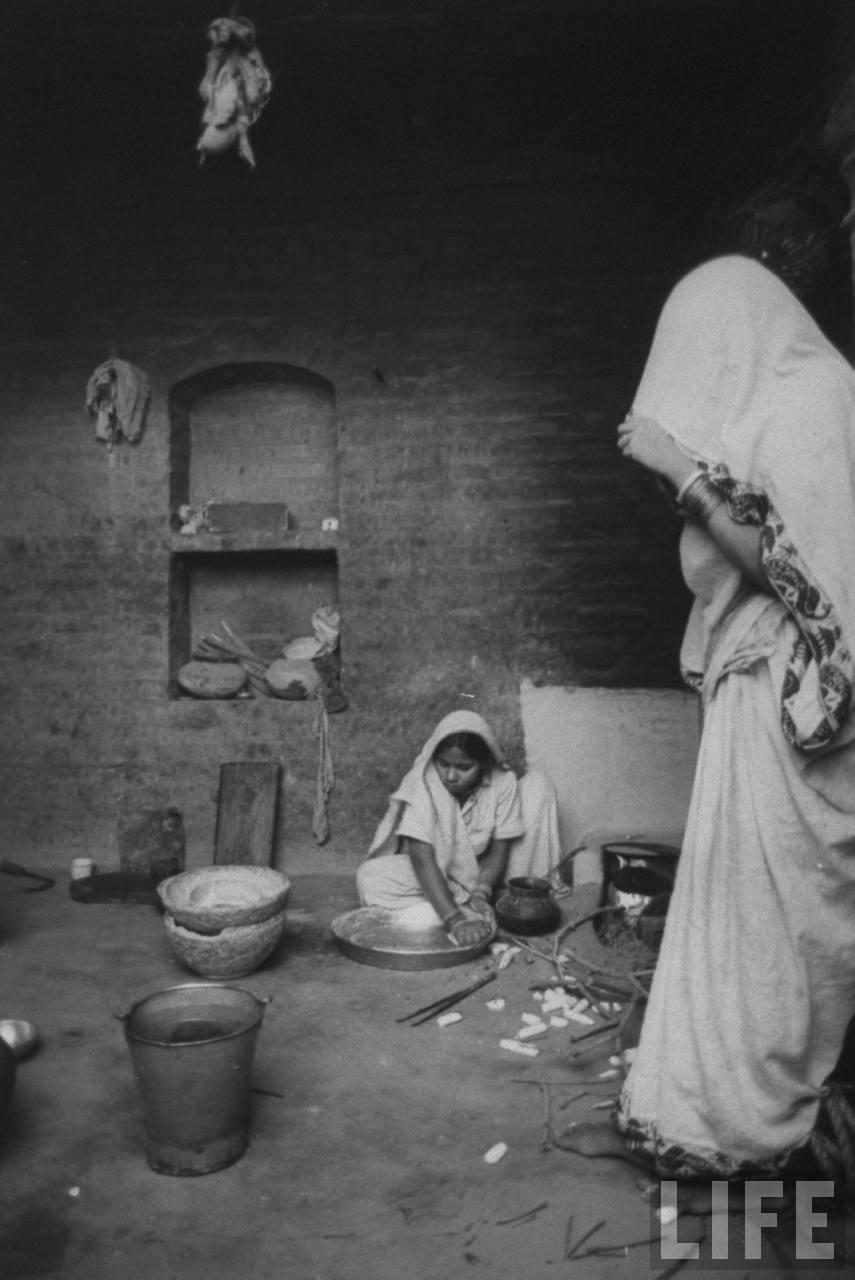 Women in India faming village of Gaonkhera - 1962