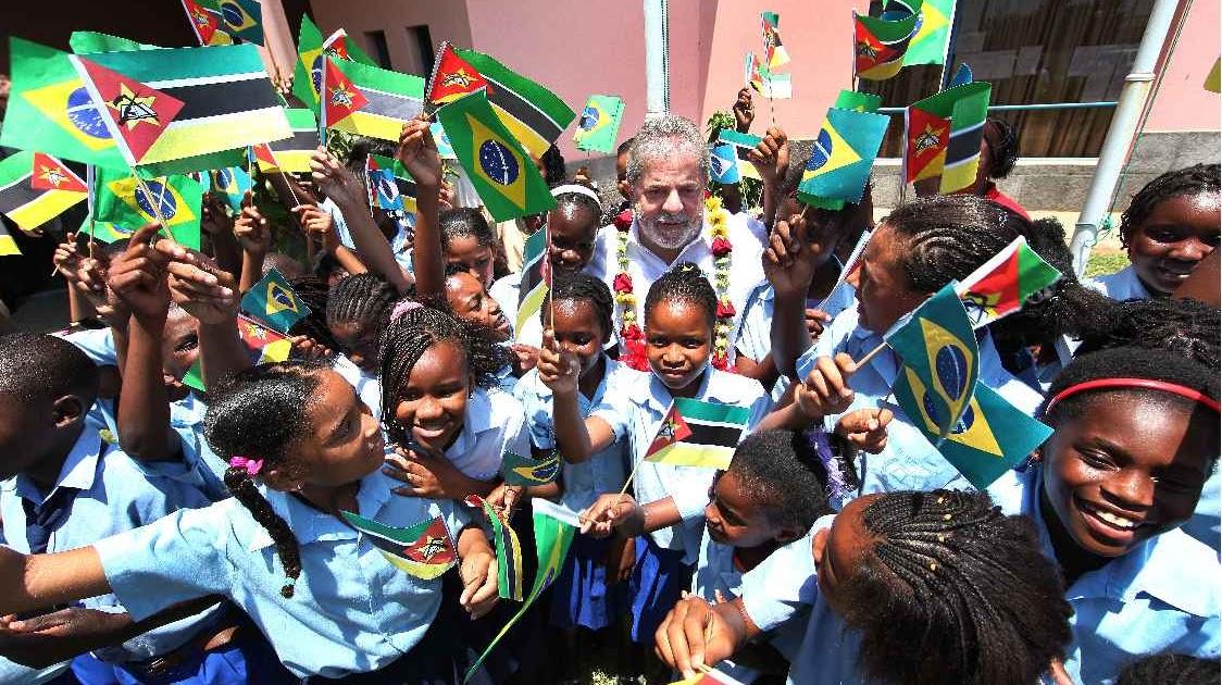Sanatório da Notícia  Lula defende o Enem. Estava em Moçambique... Maputo! d260dc29c9b