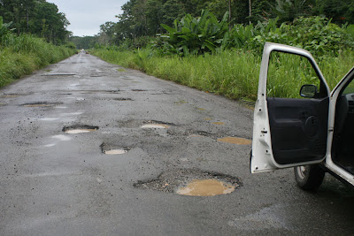 http://4.bp.blogspot.com/_pECDY6aB_w0/SecdvTElj5I/AAAAAAAAF3o/m31N2zqri3g/s400/potholes.jpg