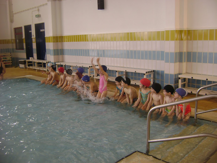 Iniciação das aulas de Adaptação ao Meio Aquático