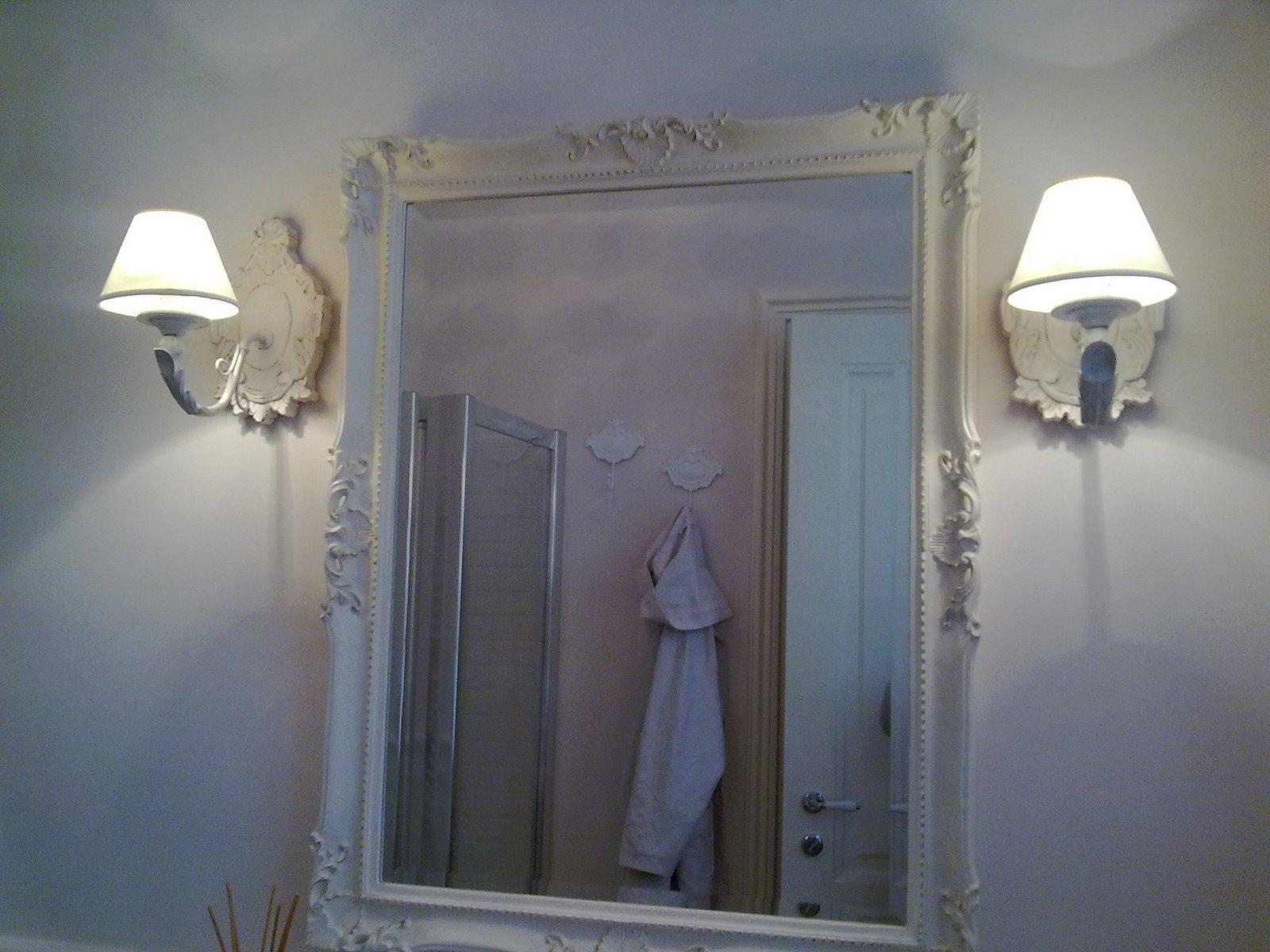 Shabby and charme il mio bagno grande my bathroom - Specchio con lampade intorno ...