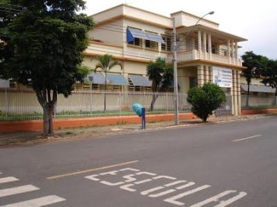 Araguari, a bela do Triângulo Mineiro Escola+Com%C3%A9rcio
