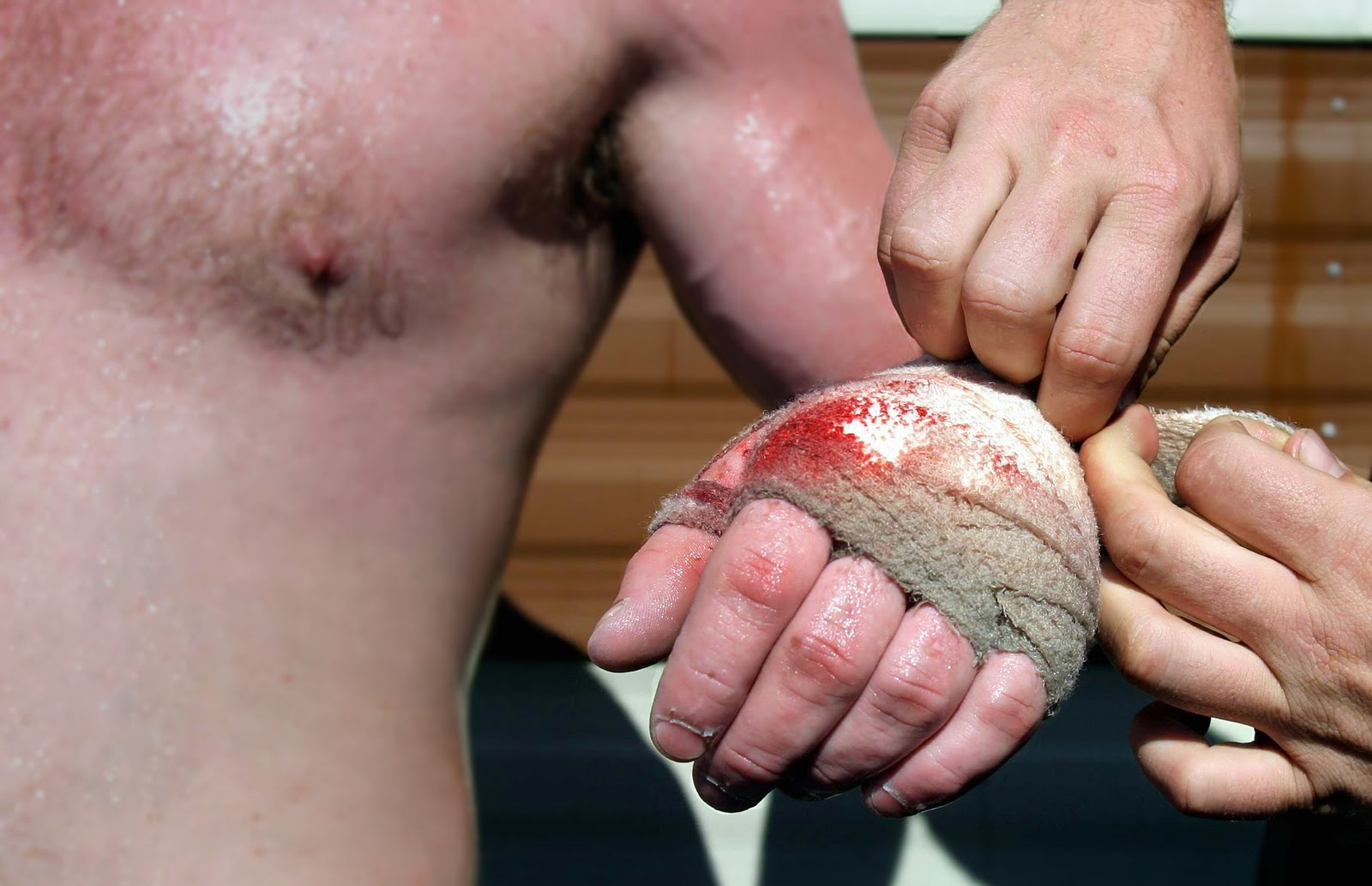 http://4.bp.blogspot.com/_pLH-iVzh6o8/TUjDo-08vHI/AAAAAAAAALE/rpnbtTK9kw0/s1600/o-sundance-2011-review-knuckle-1.jpg
